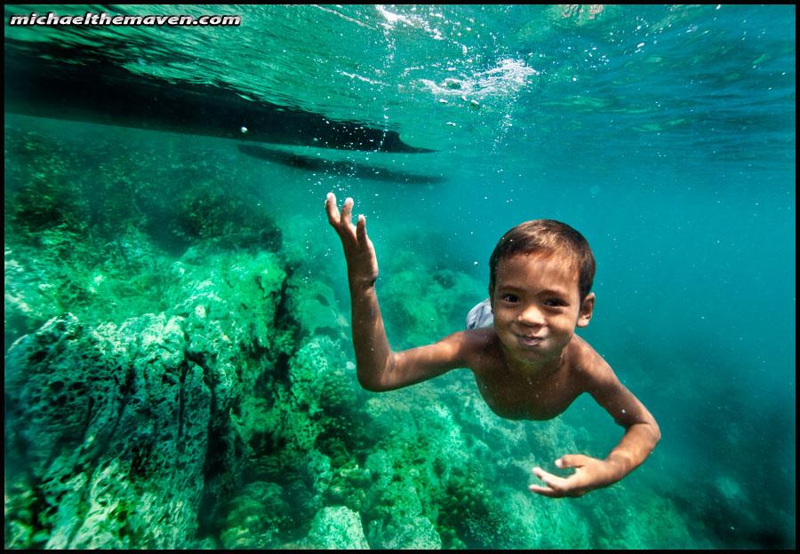 child swimming underwater - photo #19